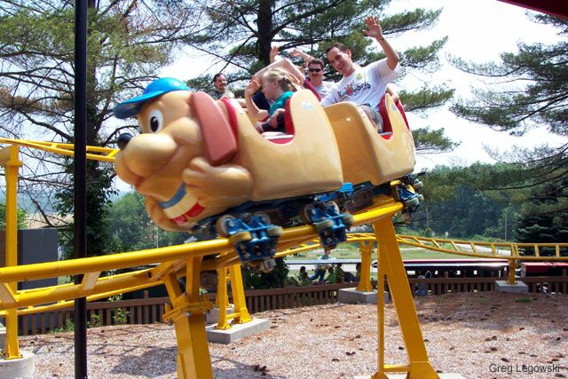 Howler, The photo from Holiday World